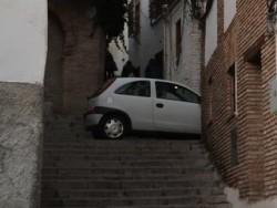 Je nach Wohnlage ist seitwärts parkieren unmöglich - gesehen in Granada.