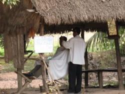 So arbeitet ein Coiffeur in Kambodscha